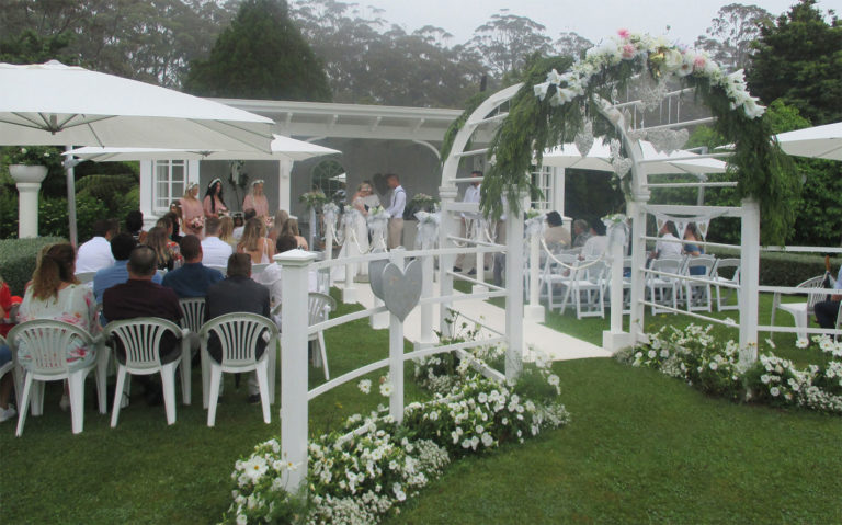 ceremony in the pavilion at seronera country garden weddings bay of islands