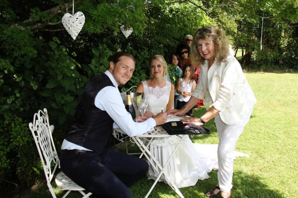 marriage celebrant anita murray and couple at seronera country garden weddings